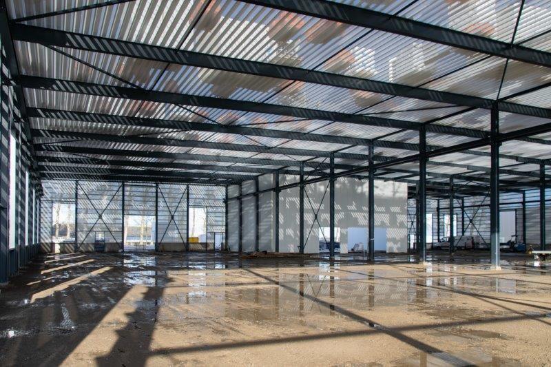 Constructie en beplating bedrijfshal