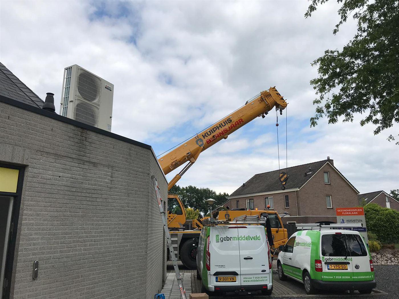 Buiten-unit op het dak gemonteerd